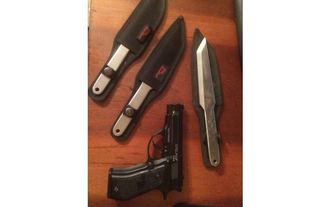 Stalker S84 с кобурой скрытного ношения и 3 метательных ножа City Brother 1105 Fireball