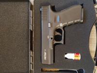 Охолощенный пистолет компании retay реплика Глок 17