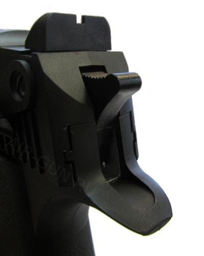 3)Пневматический пистолет Umarex Magnum Research Desert Eagle