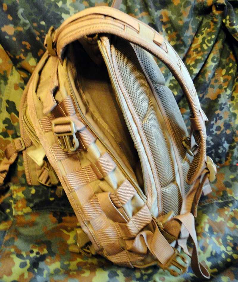 11)Тактический рюкзак