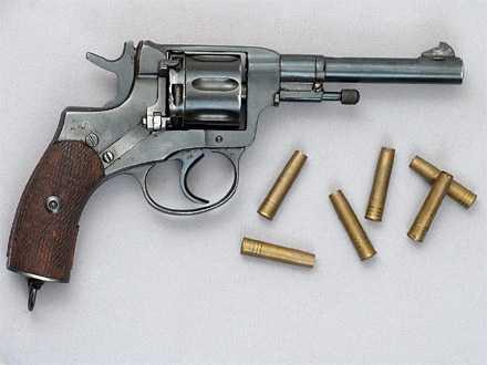 2)От Империи до Союза: револьвер Наган