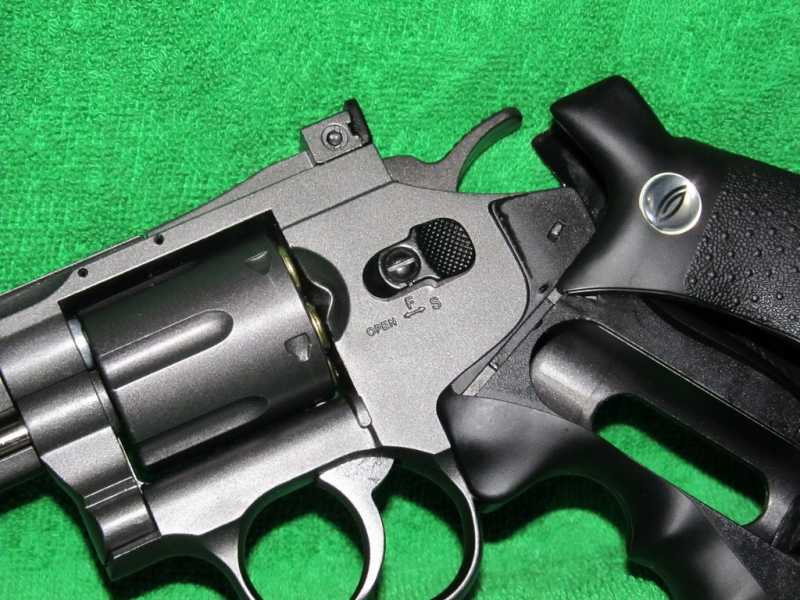 7)Пневматический Smith & Wesson или Gletcher SW B6