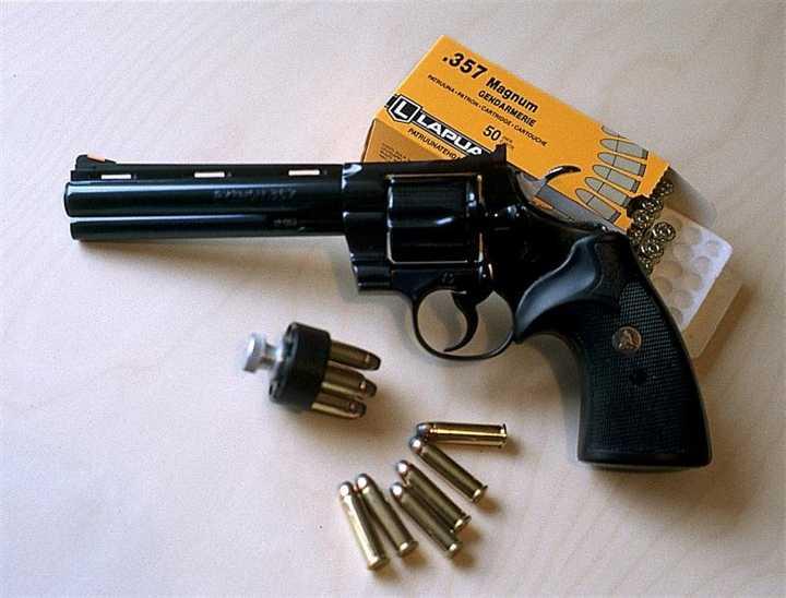 2)Роллс-ройс среди револьверов –Кольт Питон!