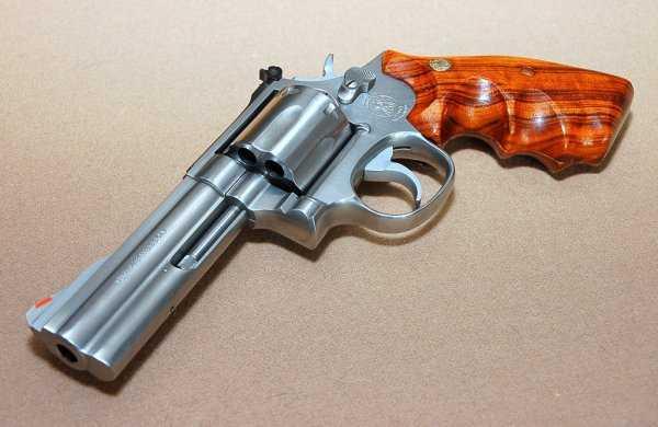 10)Dan Wesson или Smith&Wesson? вопрос прототипов