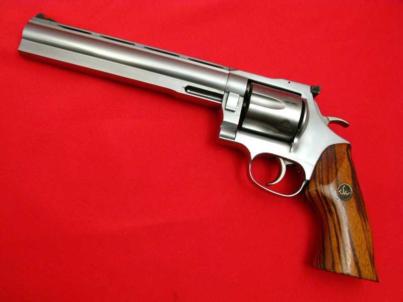 2)Dan Wesson или Smith&Wesson? вопрос прототипов
