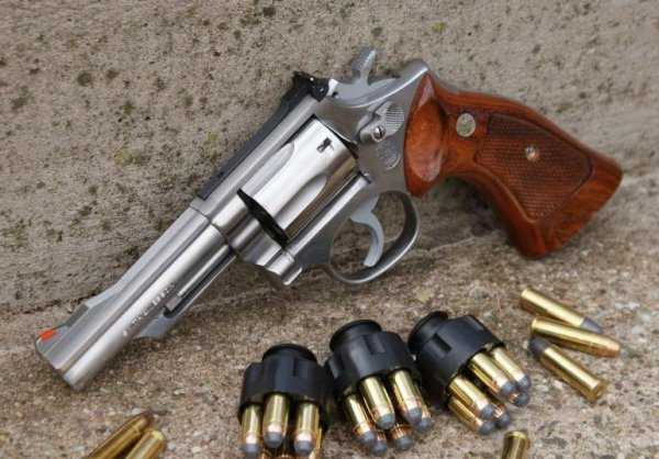 21)Dan Wesson или Smith&Wesson? вопрос прототипов