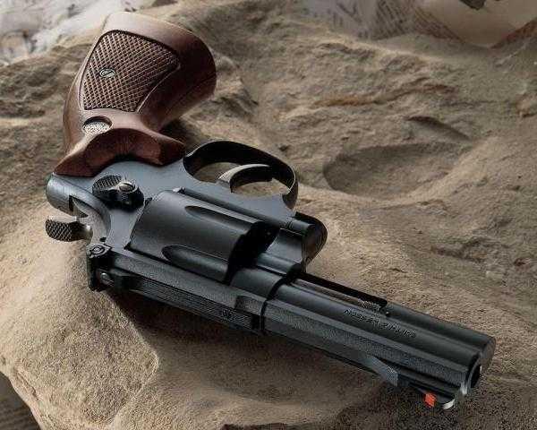 22)Dan Wesson или Smith&Wesson? вопрос прототипов