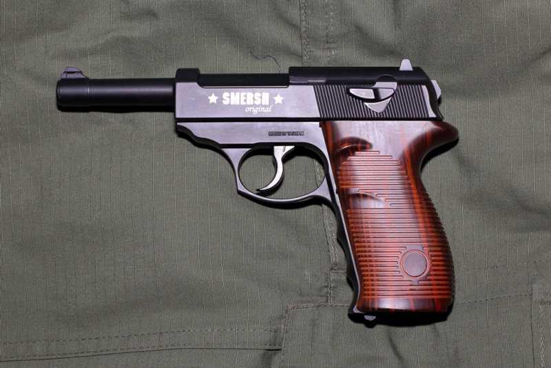 2)Smersh H14, неудачная копия легендарного пистолета.