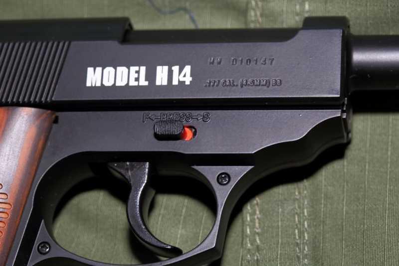 3)Smersh H14, неудачная копия легендарного пистолета.