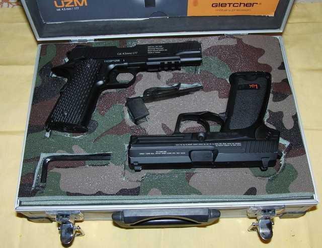 Пистолеты в кейсе