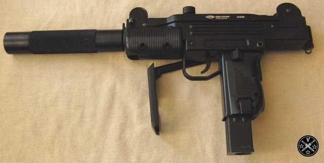 Пневматический пистолет-пулемет Узи компании Глэтчер с удлинителем ствола