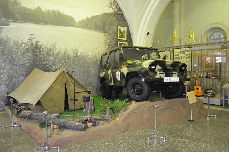 1)Дар Михаила Калашникова Артиллерийскому музею