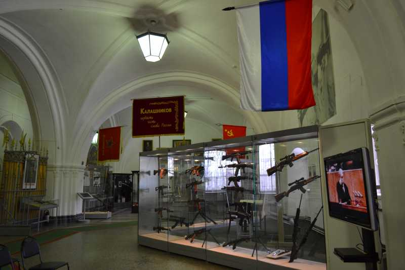 2)Дар Михаила Калашникова Артиллерийскому музею