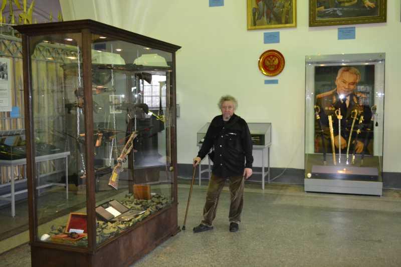 8)Дар Михаила Калашникова Артиллерийскому музею