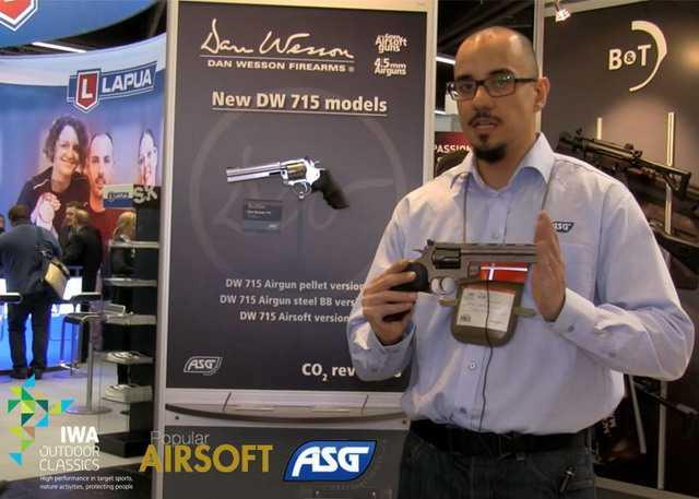 Презентация нового пневматического револьвера ASG DW715  на выставке IWA Outdoor 2015