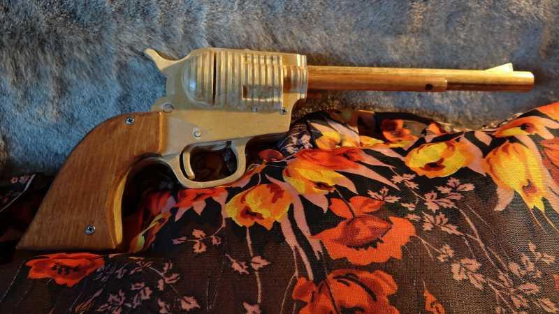 2)ДЕРЕВО КАК МАТЕРИАЛ БЕЗГРАНИЧНО (макеты оружия и не только)