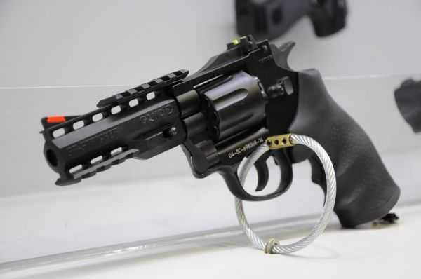 Пневматический револьвер Gamo GR Striker на выставке IWA-2015