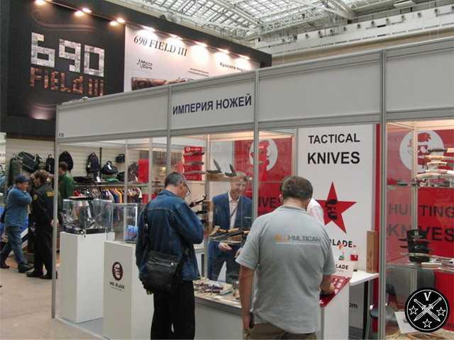 Стенд империи ножей на выставке Arms & Hunting