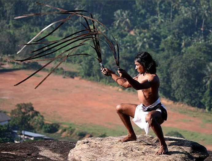 2)Необычное оружие древних. Гибкий меч уруми.