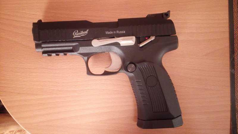 1)Пневматический пистолет МР-655К (пистолет Ярыгина)