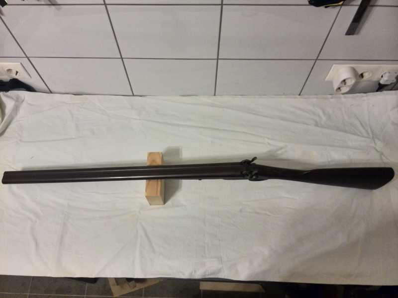 1)2-х ствольное, дульнозарядное ружье, 12-го калибра. Педерсоли, Италия.