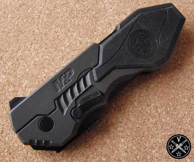 Нож от компании SW в пистолетном дизайне (клинок закрыт)