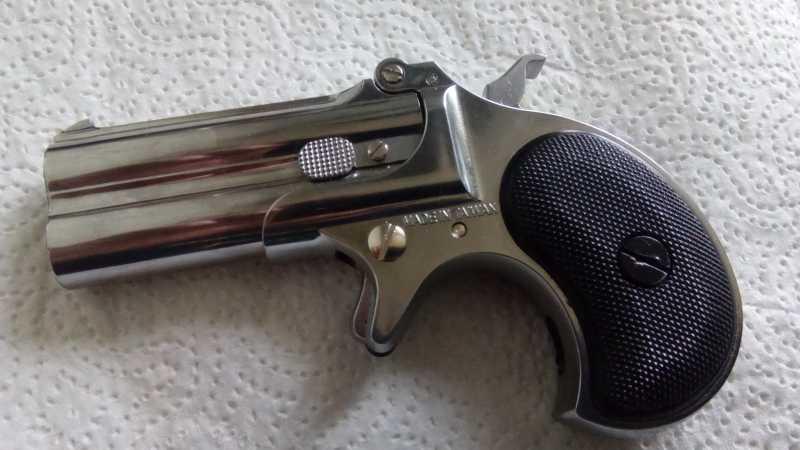 1)Последний шанс шулера, дельца и джентльмена - пистолет Derringer.