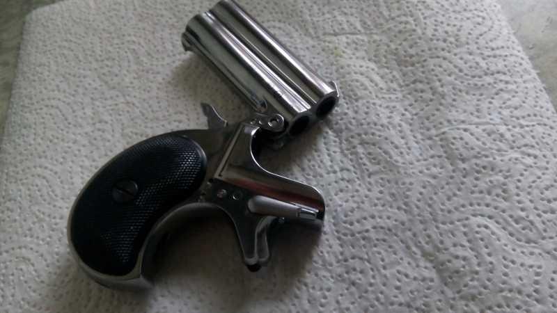 6)Последний шанс шулера, дельца и джентльмена - пистолет Derringer.