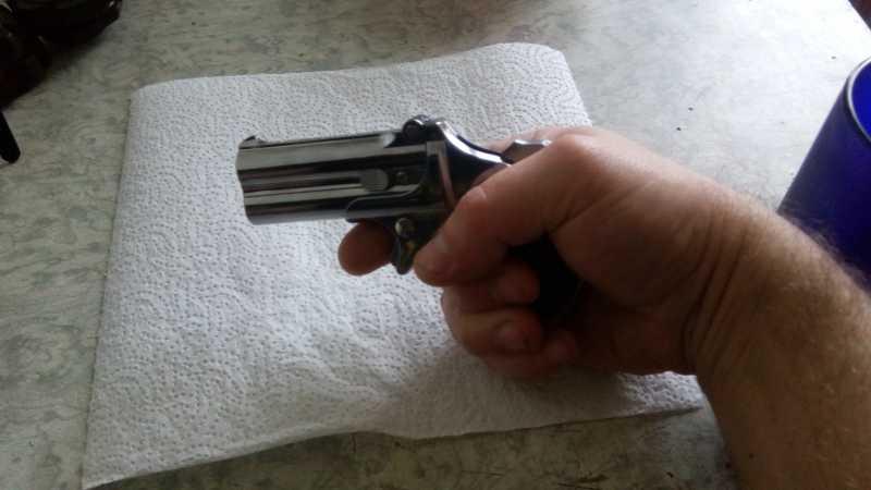 11)Последний шанс шулера, дельца и джентльмена - пистолет Derringer.