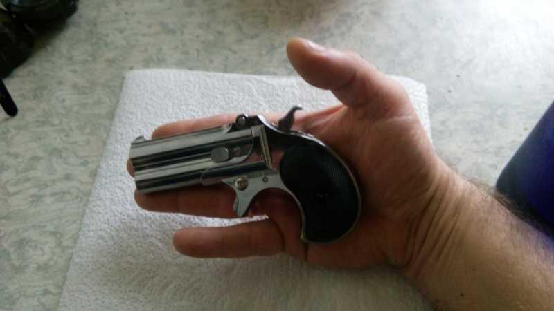 12)Последний шанс шулера, дельца и джентльмена - пистолет Derringer.