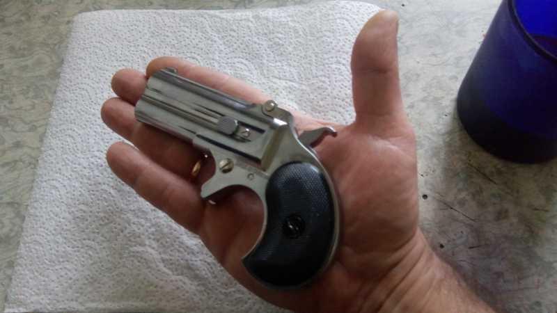 13)Последний шанс шулера, дельца и джентльмена - пистолет Derringer.