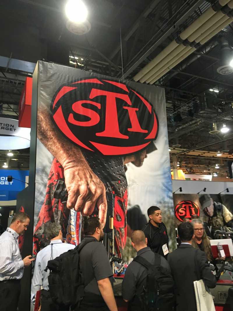 3)38 ежегодная выставка оружия Shot Show в Лас-Вегасе, штат Невада (часть 1)