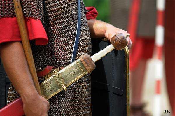 3)Гладиус - оружие легионера.