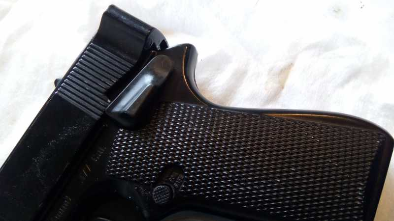 13)Пружинно-поршневой пистолет Marksman 1010