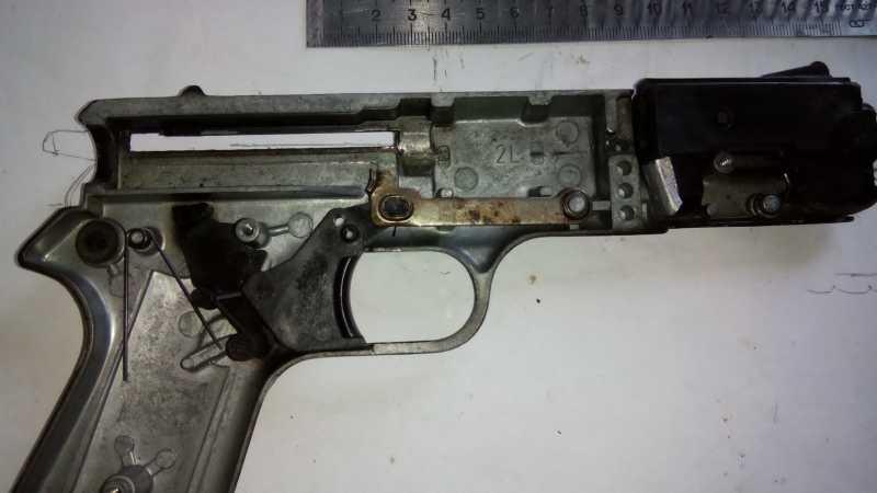 33)Пружинно-поршневой пистолет Marksman 1010