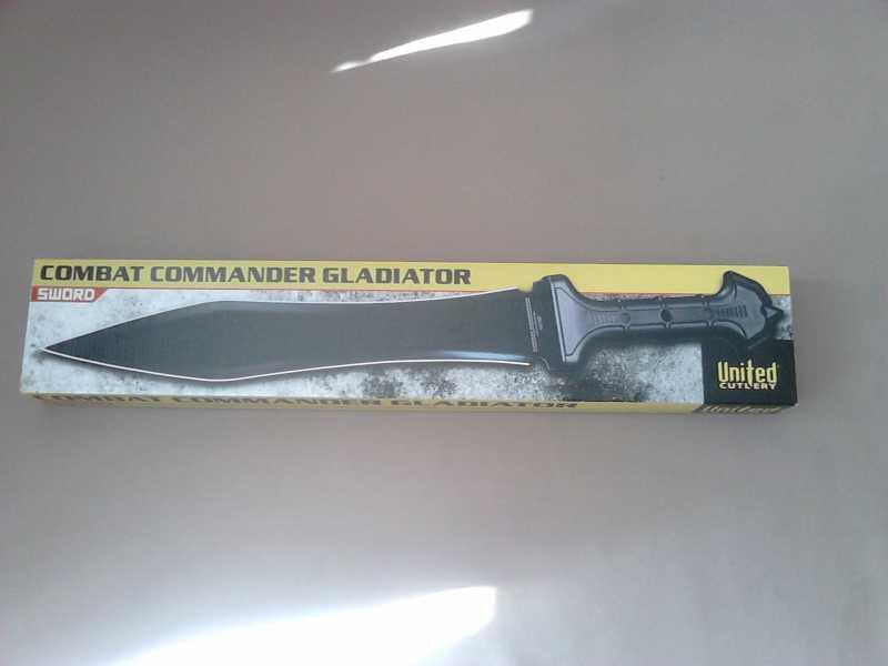 1)В полку гладиев прибыло: United Cutlery Combat Commander Gladiator - гладий в стиле модерн.