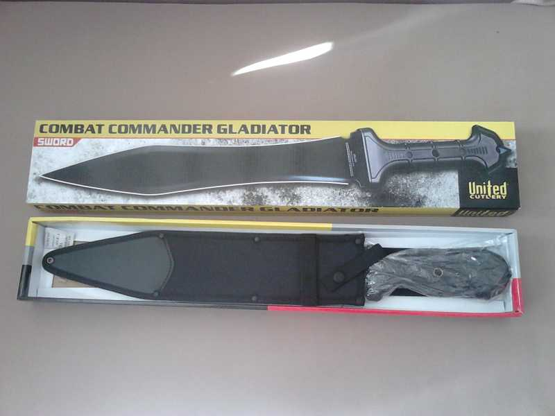 2)В полку гладиев прибыло: United Cutlery Combat Commander Gladiator - гладий в стиле модерн.