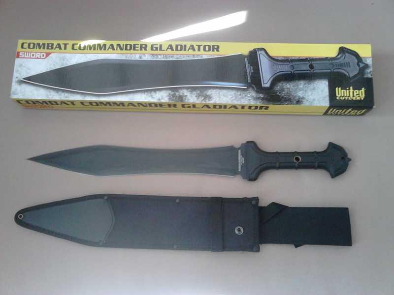 3)В полку гладиев прибыло: United Cutlery Combat Commander Gladiator - гладий в стиле модерн.