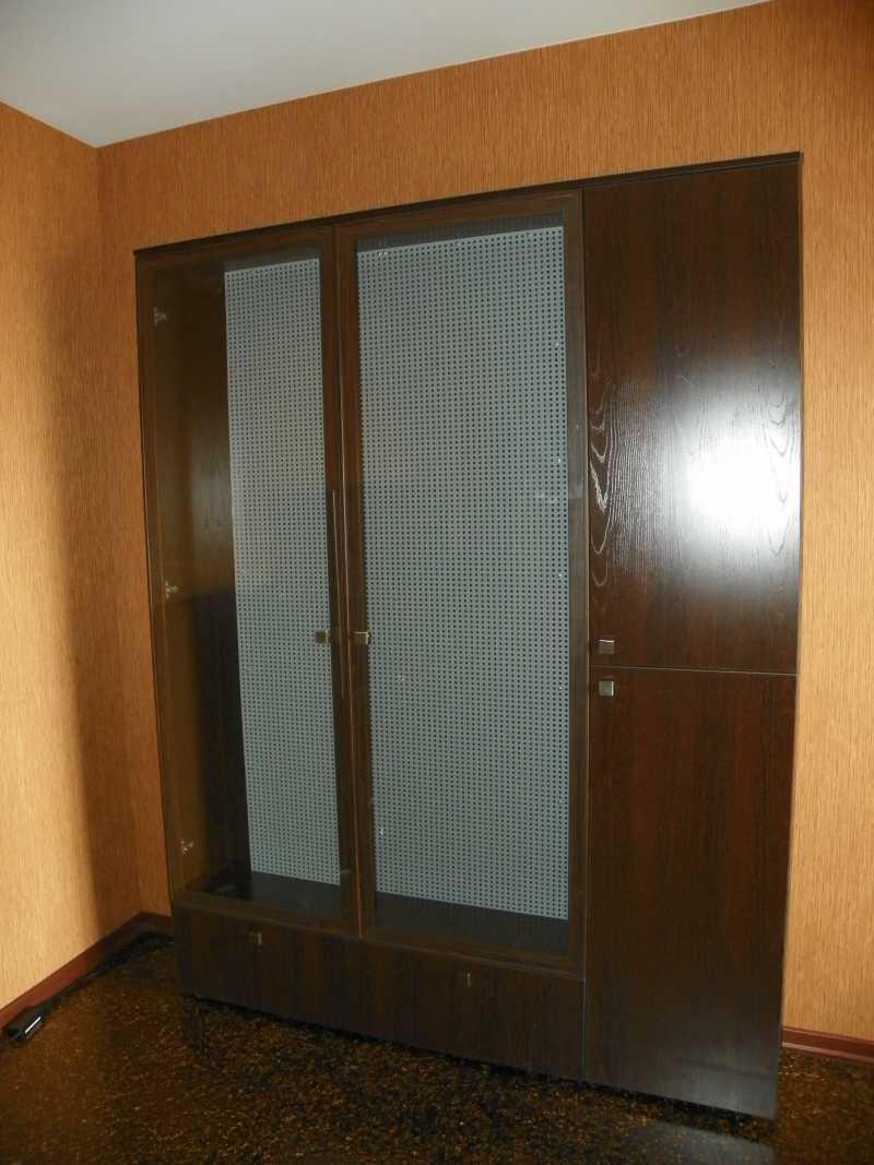1)Многоуважаемый шкаф.