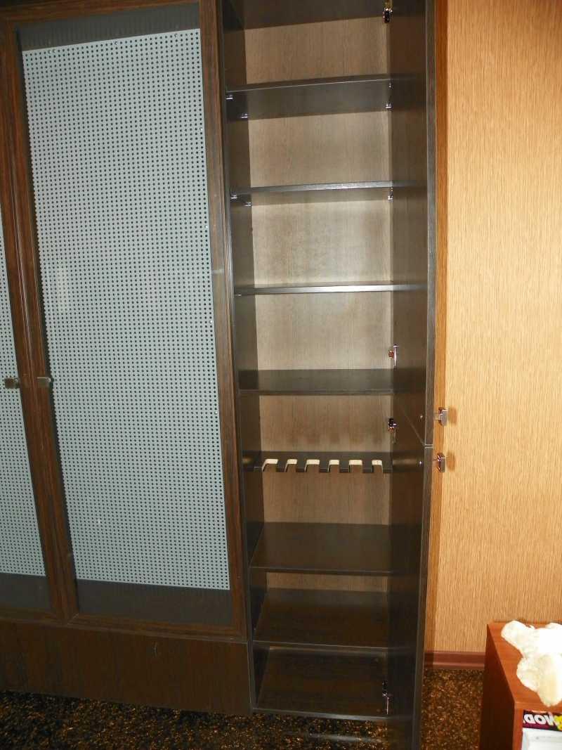 2)Многоуважаемый шкаф.