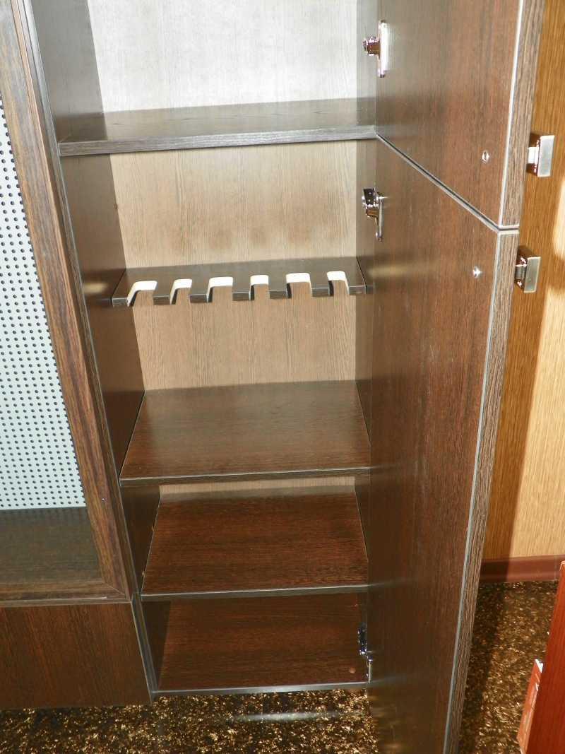 3)Многоуважаемый шкаф.