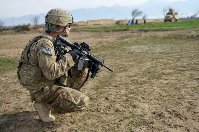 1)Страйкбольная винтовка M4A1 D-Boys