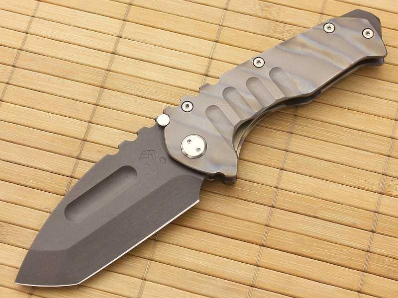 1) Топорик, ломик и складной ножик – три в одном.