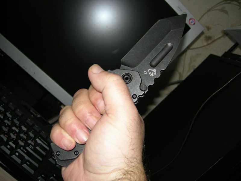 10) Топорик, ломик и складной ножик – три в одном.