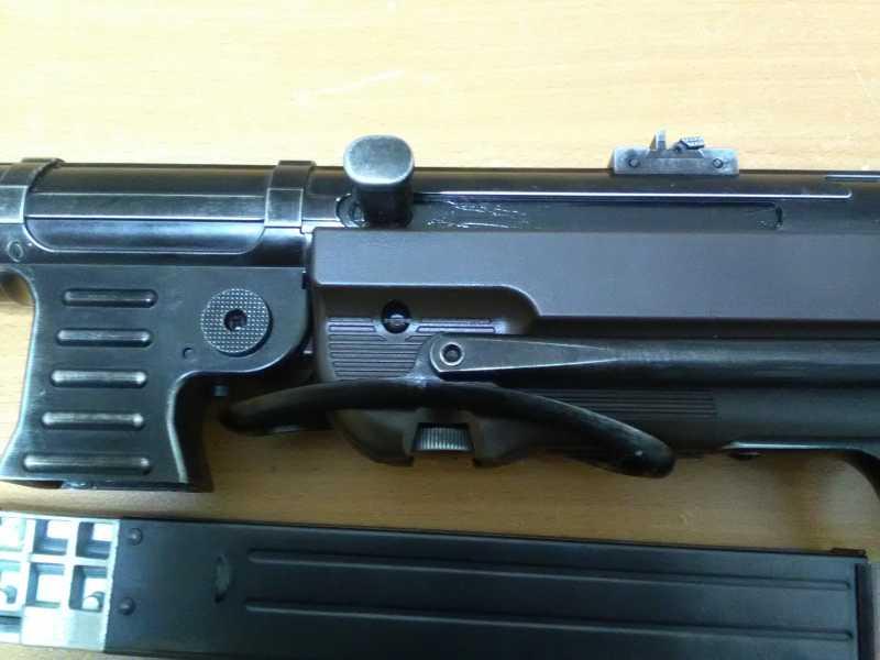 14)Немецкое чудо пневмо версия МР-40.