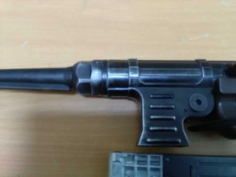15)Немецкое чудо пневмо версия МР-40.