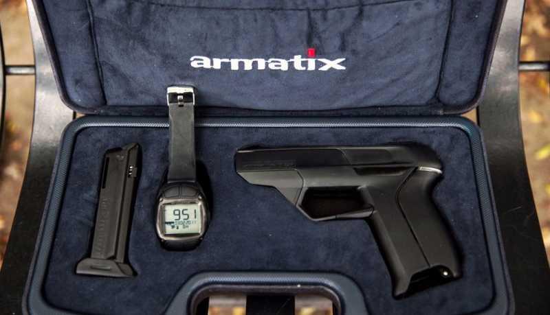 2)Armatix iP1 - умный пистолет