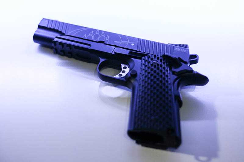 1)Пневматический газобаллонный пистолет Swiss Arms BW1911 R2
