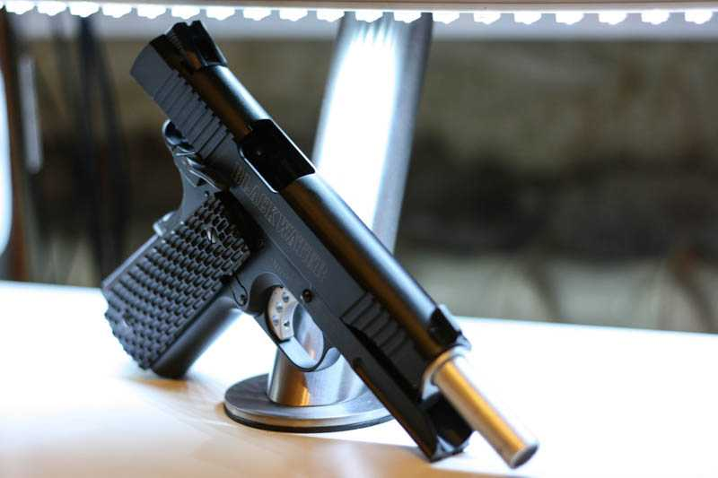 2)Пневматический газобаллонный пистолет Swiss Arms BW1911 R2