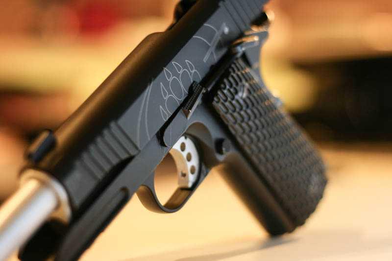 10)Пневматический газобаллонный пистолет Swiss Arms BW1911 R2